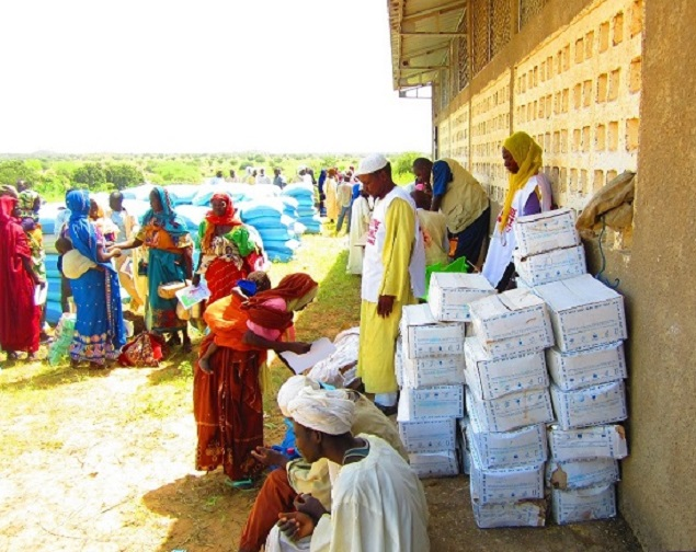 a distribution of food in Tchad