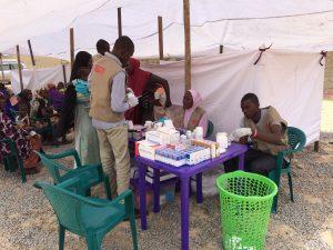 Patients attendant à l'une des cliniques mobiles