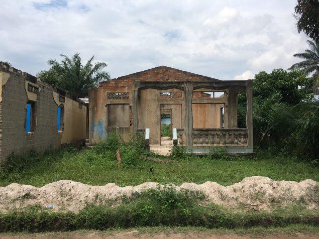 Une maison détruite dans la zone PK5 de Bangui
