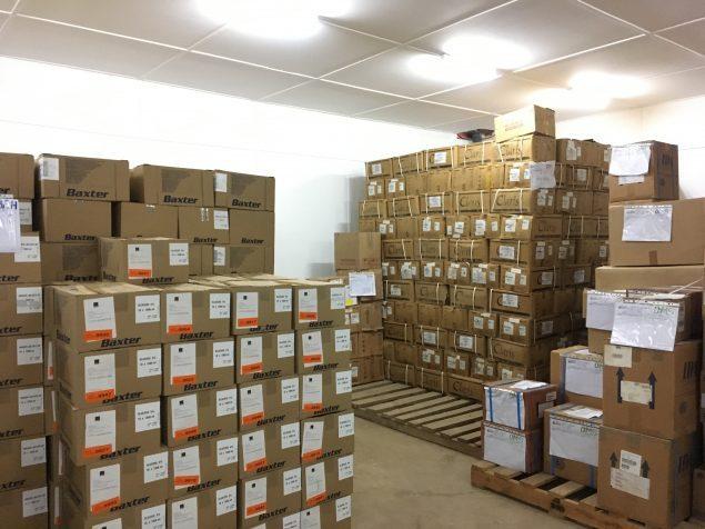 Des stocks de médicaments entreposés dans l'espace de stockage