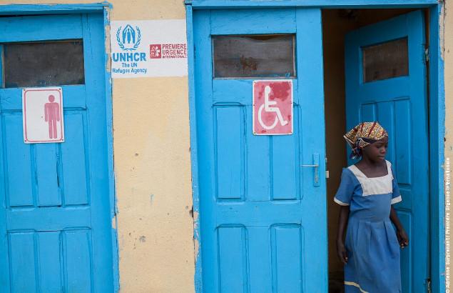 Bloc sanitaire dans le camp de réfugiés nigérians de Minawao au Cameroun où Première Urgence Internationale intervient au niveau de la gestion des boues du camp