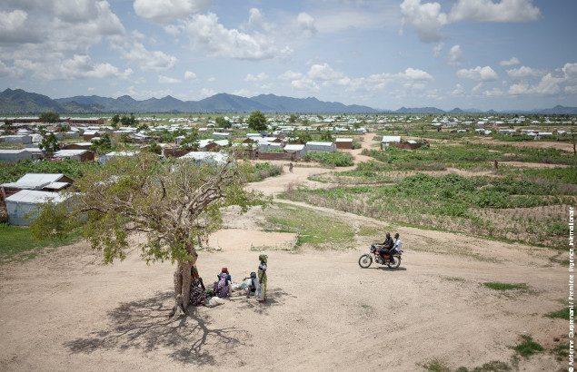 Camp de réfugiés nigérians de Minawao au Cameroun où Première Urgence Internationale intervient dans la gestion des boues du camp