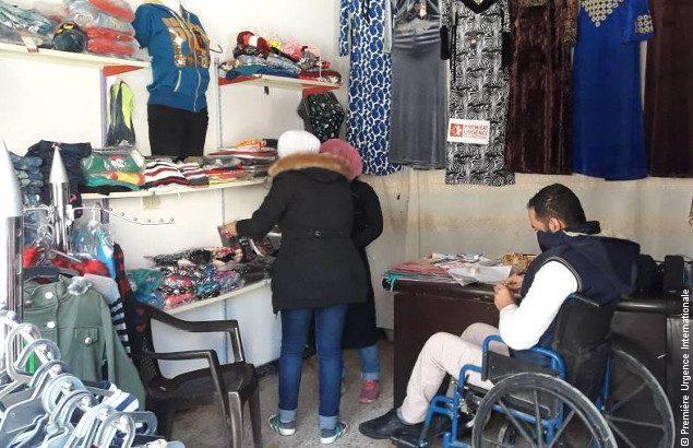 Yassin dans sa boutique, qu'il a pu monter grâce aux activités de relance économique en Syrie de Première Urgence Internationale