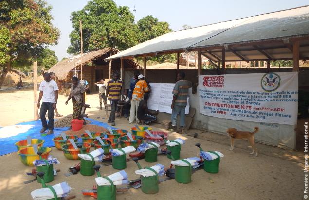 Distribution de kits agricoles dans le cadre d'un projet multisectoriel qui vise le relèvement économique en RDC