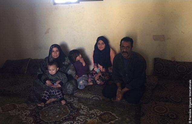 Mohammad, ici avec sa femme et trois de ses enfants, a reçu une aide financière au Liban