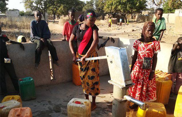 l'aide humanitaire à proximité de groupes armés