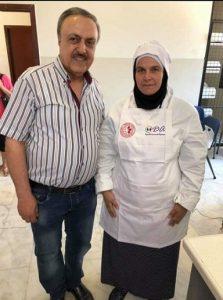 Le célèbre cuisinier Chef Antoine, avec une participante à la formation.
