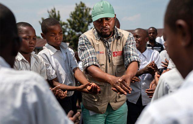Prévention dans la lutte contre Ébola dans une école à Goma