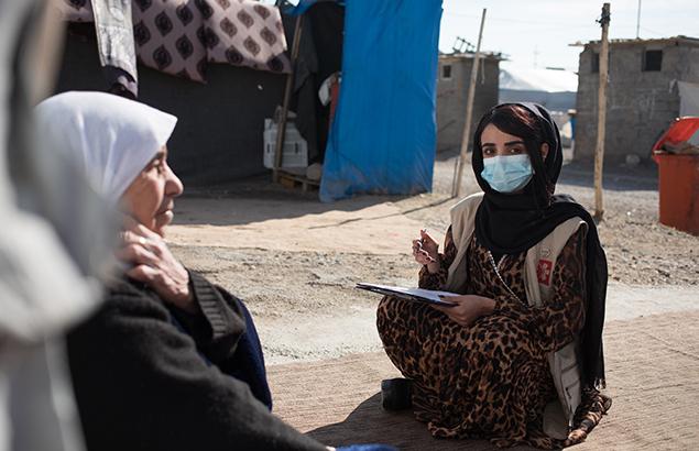 ©Florent Vergnes | Soins de santé dans le camp de Bersiveh en Irak avec une séance de sensibilisation par une travailleuse communautaire de santé