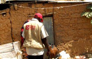 ©Première Urgence Internationale   Un membre de l'ONG en mission sur le terrrain.