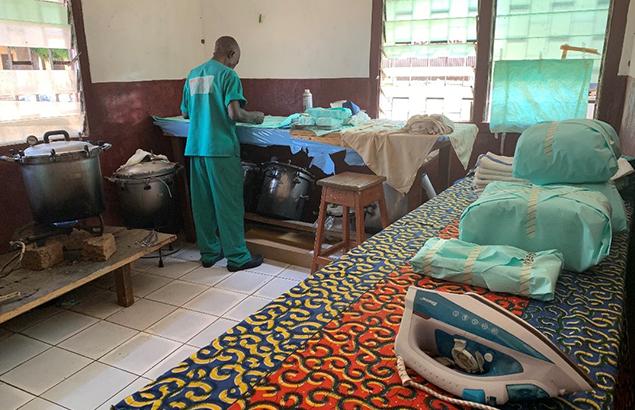 Première Urgence Internationale   Salle de stérilisation de l'hôpital de district de Ndélé dans le cadre du renforcement du système de santé dans la Préfecture de la Bamingui-Bangoran en République centrafricaine