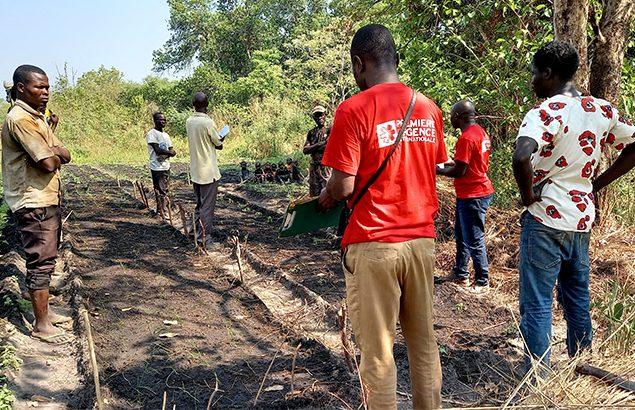 ©Moïse Kotto-Feindiro | Session d'appui aux maraîchers, à travers la mise en oeuvre d'un champs école paysan a proximité de Ndélé, en mars 2021