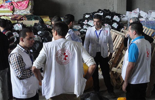 © Première Urgence Internationale | Concertation de l'équipe après la guerre de 51 jours en 2014