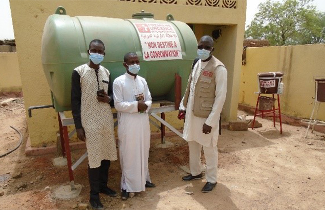 ©Première Urgence Internationale | COVID-19 pandemic in Mali, installation of a water storage tank at the Soufroulaye health center, Mopti region, February 2021