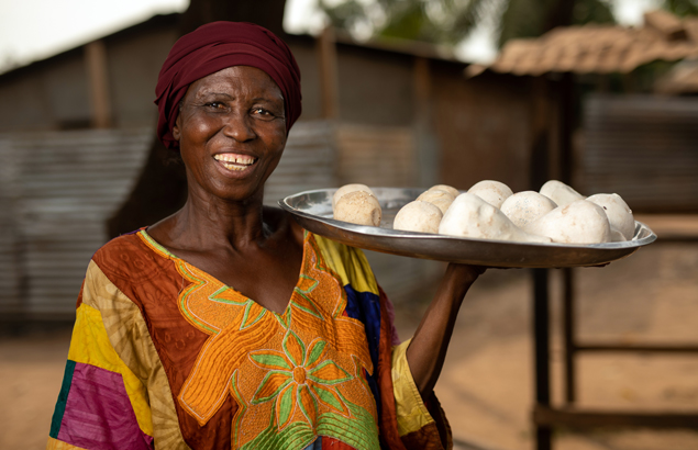 Restoring livelihoods in Bangui, discover the activities of Madeleine who received help from Première Urgence Internationale